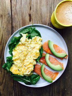 Røræg med ost og laks med avokado. Morgenmad, der mætter til frokost - striks LCHF