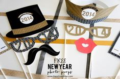 Free Printable New Year's Photo Props on www.strawberrymomycakes.com