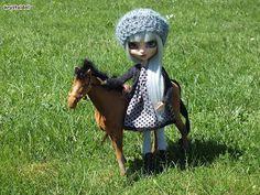 Les poupées de Krystal: Isia au centre équestre