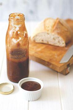 Rezept für die beste homemade Grillsauce: selbst gemachter Rhabarberketchup von http://moeyskitchen.com