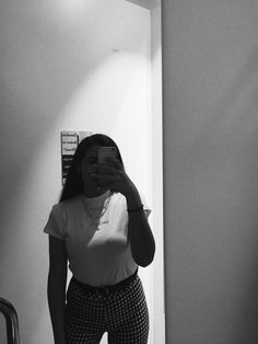 Cute Crush Quotes, Selfie, Cool Girl, How To Wear, Photography, Outfits, Photo Ideas, Mood, Girls