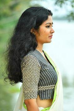 Mazha Blouse – The Kaithari Project Kalamkari Blouse Designs, Cotton Saree Blouse Designs, Blouse Back Neck Designs, Fancy Blouse Designs, Saree Blouse Patterns, Stylish Blouse Design, Choli Designs, Blouse Styles, Sarees