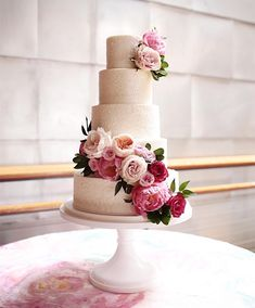 100 Pretty Wedding Cakes To Inspire You For An Unforgettable Wedding - wedding cake country chocolat mariage cake cake country cake recipes cake simple cake vintage Fancy Wedding Cakes, 4 Tier Wedding Cake, Wedding Cake Fresh Flowers, Floral Wedding Cakes, Wedding Cake Decorations, Beautiful Wedding Cakes, Wedding Cake Designs, Wedding Cake Toppers, Beautiful Cakes