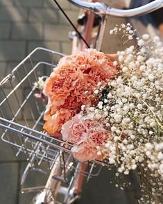 aesthetic eyecandy, floral, greenery, succulents flowers vintage Debbie Bong (formerly Lumiere & Co) - create your magic & live your dreams My Flower, Wild Flowers, Beautiful Flowers, Summer Flowers, Fresh Flowers, Pink And White Flowers, Happy Flowers, Flower Basket, Flowers Nature