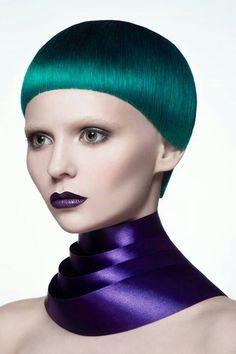 Laima Lux Goldwell' look at the perfect cut an color. Very skilled My Hairstyle, Cool Hairstyles, Creative Haircuts, Hair Inspiration, Hair Inspo, Bowl Haircuts, Creative Hair Color, Avant Garde Hair, Extreme Hair