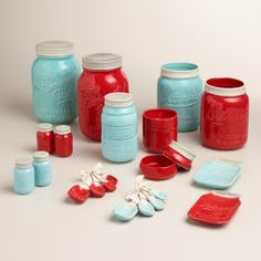 Our stylish Mason Jar Measuring Cups feature a design inspired by vintage canning jars. Use each layer of the jar to measure liquids or solids; after cleaning, stack the durable ceramic cups into an aqua blue mason jar for a cute countertop display.