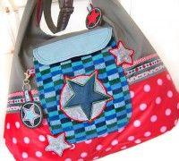 """""""AllesDrin"""" ist eine Tasche mit richtig großem Fassungsvermögen, welche sich durch den runden Schnitt toll um den Körper schmiegt und sich so bequem tragen lässt."""