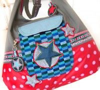 Free Bag pattern to download from Farbenmix...CarryAll is a huge bag that still drapes wonderfully around your body. Make one as your sports bag, one for weekend trips, or as a pool bag.  The large front pocket makes finding little things easy. Make the bottom coming up on the sides from home deco weight fabric, imitation leather or laminated cotton. Therefore CarryAll is perfect for any outdoor activity!  Beginners are recommended to make the version without a zipper and without the sew-in bottom.Since the zipper is simply sewn in between fabric pieces it is fairly easy to make.  The best: CarryAll has a little sister and you can make a complete set of bags.  There are different versions of the large and the small bag included in this pattern. Add a sew-in bottom or not, add a zipper, leave it out, there is a bag for each purpose and each skill level!  The smaller CarryAll has an inside pocket and the bottom is different, still it is constructed in the same way as the large CarryAll. We think it is the perfect size for your everyday purse.  Both bags offer plenty of room for decorating using ribbon, embroidery patches or appliqué.The outer pocket lets you showcase beautiful fabric designs!  Small CarryAll: ca. 35 cm x 40 cm   Big CarryAll: ca. 50 cm x 60 cm