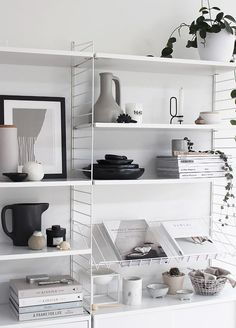 Magazine shelf for the string system Interior Design Magazine, Interiors Magazine, Home Interior Design, Interior Styling, Interior Decorating, Room Inspiration, Interior Inspiration, String Regal, String Shelf