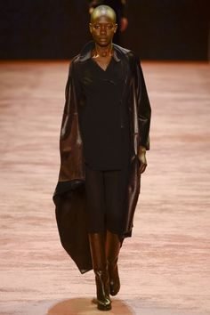See the complete Akris Fall 2016 Ready-to-Wear collection.
