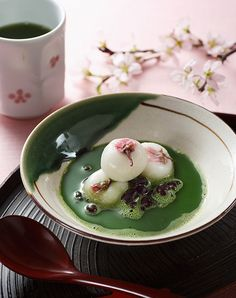 Sakura cherry rice cakes in Matcha sweet sauce Japanese Food Art, Japanese Snacks, Japanese Sweets, Asian Desserts, Asian Recipes, Japanese Wagashi, Dessert Drinks, Aesthetic Food, Cute Food