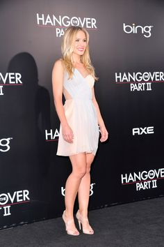 Pics of sexy girls with beauty long legs and nice dresses. Girl Celebrities, Beautiful Celebrities, Celebs, Beautiful Women, Ideal Beauty, Perfect Legs, Nice Dresses, Formal Dresses, Kristen Bell