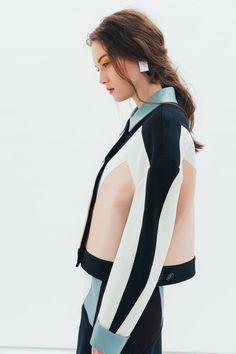 J Moon is womenswear label based in London. Designer Jinhee Moon graduated from London College of Fa Sport Fashion, Fashion Show, Fashion Outfits, Womens Fashion, Fashion Trends, Couture Fashion, Estilo Fashion, Ideias Fashion, Catwalk Design