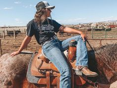 Cute Cowgirl Outfits, Western Outfits Women, Rodeo Outfits, Cute Outfits, Farm Outfits, Foto Cowgirl, Estilo Cowgirl, Gypsy Cowgirl, Country Style Outfits