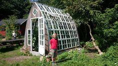ca 60 stk 4 ruders sprossevinduer i god kvalitet fra Recycled Windows, Old Windows, Greenhouse Gardening, Gardening Tips, Organic Architecture, Garden Structures, Glass House, Trellis, Backyard Landscaping