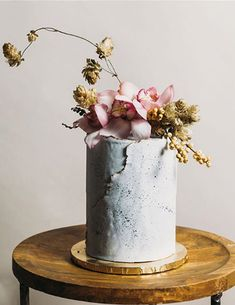 7 Wedding Cakes That Are Edible Works of Art - The Scout Guide Extravagant Wedding Cakes, Floral Wedding Cakes, Floral Cake, Beautiful Wedding Cakes, Wedding Cake Designs, Wedding Cake Toppers, Beautiful Cakes, Wedding Cake Prices, Engagement Cakes