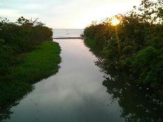 Miren que hermosura, aqui es donde desemboca el rio Yaguez de Mayaguez, Puerto Rico.