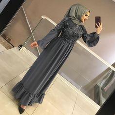 Arab Fashion, Muslim Fashion, Modest Fashion, Abaya Mode, Mode Hijab, Pakistani Frocks, Hijab Mode Inspiration, Chic Outfits, Fashion Outfits
