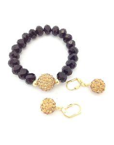 La piedra Shamballa buscan atraer y proyectar el bienestar que trasmiten las propiedades de las piedras de las que están compuestas y alejar las malas vibraciones.Encuentra tus accesorios favoritos con shamballa en …dimash por ejemplo esta pulsera