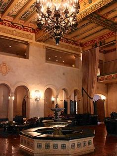 Top 10 jaw-dropping hotel lobbies - Hollywood Roosevelt