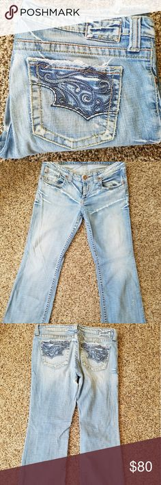 Big star jeans Women's big star jeans with some light wear n tear on the bottom seams along with a very small area on the inner thigh. all is Shown in the pictures. Big Star Jeans Flare & Wide Leg