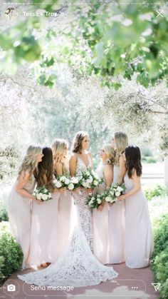 Neutral bridesmaids and florals for this gorgeous summer Scottsdale, Arizona wedding at El Chorro. Wedding Photographer Outfit, Phoenix Wedding Photographer, Bridesmaid Outfit, Bridesmaids, Cheap Wedding Venues, Flower Studio, Arizona Wedding, Chapel Wedding, Best Wedding Photographers