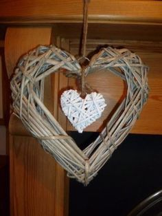 Gisela Graham Natural Twig Heart Wall decoration: Amazon.co.uk: Kitchen & Home