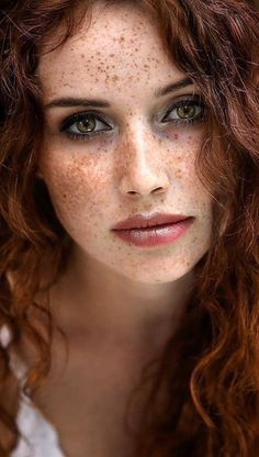 Firecurls 🔥 and freckles 👩 🏻 🦰 desenhos in 2019 beautiful freckles, bea Women With Freckles, Red Hair Freckles, Redheads Freckles, Freckles Girl, Beautiful Freckles, Beautiful Red Hair, Gorgeous Redhead, Beautiful Eyes, Girl Face