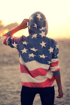 DIY stars and stripes hoodie At least she's honest that it is time-consuming.but worth it.--pretty sure i wanna make everything that is diy stars and stripes Looks Style, Looks Cool, Style Me, Trend Fashion, Look Fashion, Womens Fashion, Fashion Models, Celebrities Fashion, Fashion Editor