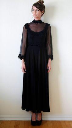 70s Witchy Maxi Dress Black Sheer Bell Sleeve por VintageReBelle