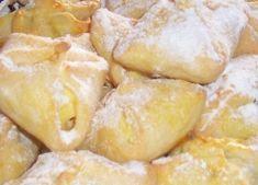 Křehké tvarohové šátečky, foto - www.kucharidodomu.cz Sweet Recipes, Snack Recipes, Snacks, Czech Desserts, Camembert Cheese, Chips, Eat, Cooking, Food