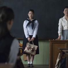 見事合格を果たし、 東京の女学校へ編入した常子。  節約のため、浜松時代のセーラー服を着て登校すると 都会的な制服を着たクラスメイトたちに 好奇の目を向けられて…  頑張れ常子! 負けるな常子!  #連続テレビ小説 #朝ドラ #とと姉ちゃん #セーラー服 #ジャンパースカート #転校生 #初登校