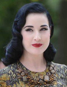 Dita Von Teese - pin-up hairstyle