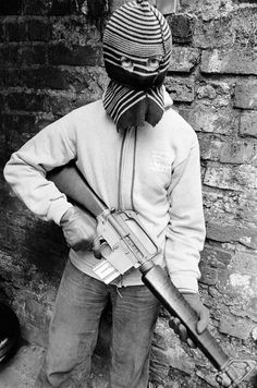 God save the queen The fascist regime. Young activist with armalite rifle during the Jubilee riots Belfast Photo by Peter Marlow Modern History, British History, Bobby Sands, Northern Ireland Troubles, Irish Republican Army, Michael Collins, Fighting Irish, British Army, Belfast