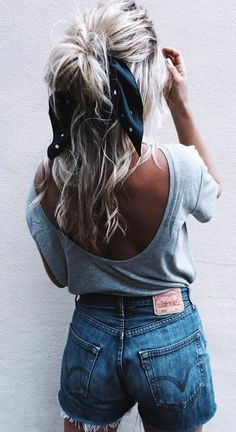 Head Scarf and Bow Hairstyle | 25 Hair Ideas | Vera Casagrande #headscarves #headbands #hairaccessories #hairaccessory #summerstyle #bohostyle #boho #bohochic #bohohair #cutehairstyles #hairtrends