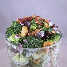 of the Best Broccoli Salads in the World EVER! Craving Comfort: One of the Best Broccoli Salads in the World EVER!Craving Comfort: One of the Best Broccoli Salads in the World EVER! Broccoli Salad With Raisins, Brocolli Salad, Raw Broccoli, Broccoli Pasta, Salad Bar Restaurants, Great Recipes, Favorite Recipes, Yummy Recipes, Dinner Recipes