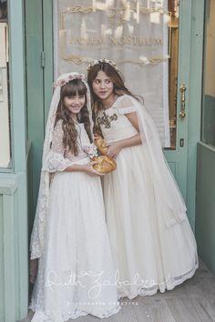 Girls First Communion Dresses, First Communion Veils, Première Communion, Holy Communion Dresses, First Communion Party, Birthday Dresses, Blush Flower Girl Dresses, Little Girl Dresses, Dresses For Teens