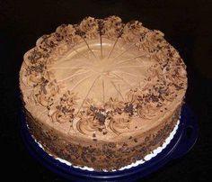Das perfekte Schokosahne - Torte-Rezept mit Bild und einfacher Schritt-für-Schritt-Anleitung: Am Vortag Sahne heiß werden lassen und die Blockschokolade…