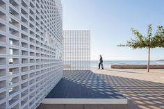 the structure is influenced by the mediterranean lattice, used in many neighboring seafront buildings dating back to the 1960s and 70s.