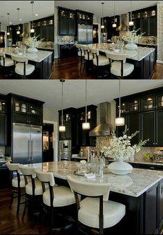 Home Decor Kitchen, Interior Design Kitchen, Luxury Kitchens, Home Kitchens, Dream Home Design, House Design, Dark Kitchen Cabinets, Beautiful Kitchens, Kitchen Remodel