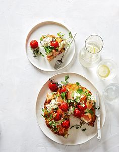 A light and tasty meal with tarragon horseradish cream for a kick. Learn how to make this delicious ocean trout with potato rosti recipe yourself! Potato Rosti Recipe, Horseradish Cream, Buffet, Good Food, Yummy Food, Cheese Trays, Antipasto, Fish And Seafood, Main Meals