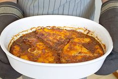 How to cook an easy and affordable dish with fish? This Mediterranean oven baked fish with tomato sauce and paprika is exactly what you need with step by step instructions. Healthy Blueberry Muffins, Blue Berry Muffins, Oven Baked Fish, Rolls Recipe, Mediterranean Recipes, Tomato Sauce, Cinnamon Rolls, Fish Recipes, Seafood