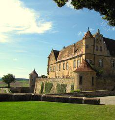 Die Burg Stettenfels ist eine Höhenburg über der Ortschaft Untergruppenbach im Landkreis Heilbronn. Sie ist eine seit dem Mittelalter bestehende Burg und Schlossanlage, die heute für kulturelle Veranstaltungen genutzt wird. Die Burg Stettenfels wurde im 11. Jahrhundert erbaut.