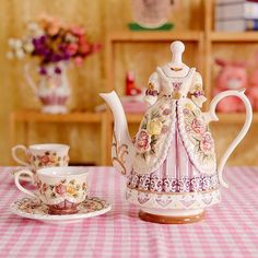 Very limited edition of Old Country Roses Figural~ Tea Cup Saucer, Tea Cups, Fancy Kitchens, Tea Cookies, Tea Pot Set, Pot Sets, Teapots And Cups, Ceramic Teapots, Chocolate Pots