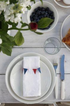 17.MAI BORDET // TIPS TIL BÅDE FROKOSTEN OG FESTBORDET Feta, Brunch, Cheese, Table Decorations, Tablescapes, Tabletop, Tips, Festive, Blog