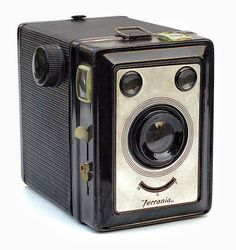 Found this sweet lil camera along with a few more vintage ones at my great aunts. Sweet finds I must say and they are all in excellent condition. SO excited!