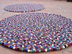 Modern Raumgestaltung  Bunte Filzkugel Teppich