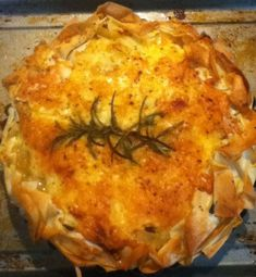 Perhaps it was the change of season or the pile of leftover new potatoes glaring at me from the fridge, but inspiration struck and I decided to do my take on the Cranks classic – Homity Pie. Homity Pie, Pie Recipes, Dinner Recipes, Humble Pie, Vegetarian Recipes, Healthy Recipes, Clean Eating, Skinny, Baking