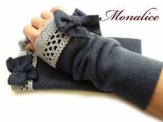 "Armstulpen - Blaue Fleece Stulpen""Macio"" kuschel weich - ein Designerstück von Shop-Monalice bei DaWanda Fingerless Gloves Crochet Pattern, Knitted Gloves, Wrist Warmers, Hand Warmers, Hand Socks, Sewing Class, Kind Mode, Sewing Hacks, Diy Fashion"