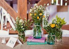 Centros de mesa con tarros  on 1001 Consejos  http://www.1001consejos.com/social-gallery/centros-de-mesa-con-tarros
